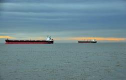 Εμπορικά σκάφη που παραδίδουν το φορτίο, roaring25 Στοκ Φωτογραφία