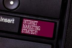 Εμπορική στρατηγική Διαδικτύου κειμένων γραψίματος λέξης Επιχειρησιακή έννοια για τη διαφήμιση του σε απευθείας σύνδεση πληκτρολο στοκ εικόνες με δικαίωμα ελεύθερης χρήσης