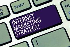 Εμπορική στρατηγική Διαδικτύου κειμένων γραψίματος λέξης Επιχειρησιακή έννοια για τη διαφήμιση του σε απευθείας σύνδεση πληκτρολο στοκ εικόνα με δικαίωμα ελεύθερης χρήσης