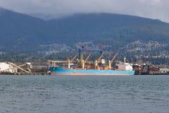 Εμπορική φόρτωση μεταφορέων ναυλωτών Στοκ εικόνες με δικαίωμα ελεύθερης χρήσης