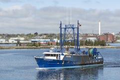 Εμπορικός λιμένας αναχώρησης αλιευτικών σκαφών ελαστικός στοκ φωτογραφία