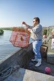Εμπορικός ψαράς με την παγίδα καβουριών στοκ εικόνες με δικαίωμα ελεύθερης χρήσης