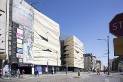 Εμπορικό κέντρο ΚΚ, μη αναγνωρισμένοι άνθρωποι και άλλα κτήρια στο sw Οδός Marcin στο Πόζναν, Πολωνία Στοκ Φωτογραφίες