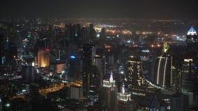 Εμπορικό κέντρο νύχτας της μητρόπολης Εταιρικός και οικονομικά κέντρα καίγεται με τα φω'τα landscape urban απόθεμα βίντεο