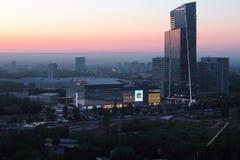 Εμπορικό κέντρο Esentai και λεωφόρος Esentai εμπορικών κέντρων στη Alma στοκ εικόνα