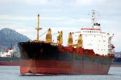 εμπορικό σκουριασμένο σκάφος Στοκ εικόνα με δικαίωμα ελεύθερης χρήσης