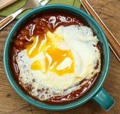 Εμποδισμένα φασόλια με πέρα από το εύκολο αυγό φίλων Στοκ φωτογραφία με δικαίωμα ελεύθερης χρήσης