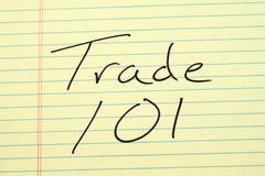 Εμπόριο 101 σε ένα κίτρινο νομικό μαξιλάρι Στοκ εικόνες με δικαίωμα ελεύθερης χρήσης