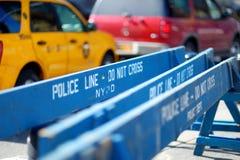 Εμπόδια Wooden Do Not Cross αστυνομίας στη Νέα Υόρκη Στοκ εικόνες με δικαίωμα ελεύθερης χρήσης