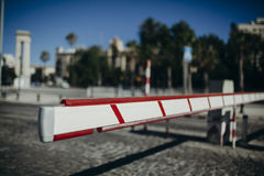 Εμπόδιο πρόσβασης οχημάτων ανασκόπηση αστική Στοκ φωτογραφίες με δικαίωμα ελεύθερης χρήσης