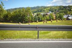 Εμπόδιο συντριβής σε έναν δρόμο βουνών Στοκ εικόνα με δικαίωμα ελεύθερης χρήσης