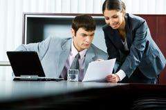 εμφάνιση επιχειρηματικών &sig στοκ φωτογραφία