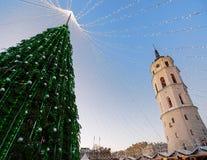 Εμφάνιση Vilnius πύργων κουδουνιών χριστουγεννιάτικων δέντρων και καθεδρικών ναών Στοκ φωτογραφίες με δικαίωμα ελεύθερης χρήσης