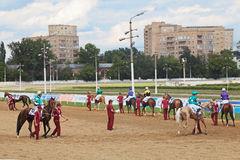 Εμφανίστε jockeys και άλογα στοκ φωτογραφίες