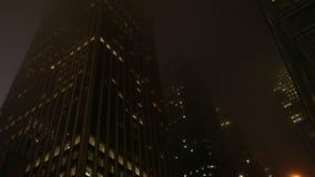 Εμφανιμένος μητρόπολη τη νύχτα στοκ φωτογραφίες