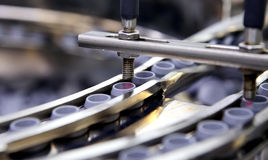 Εμφιάλωση και συσκευασία των αποστειρωμένων ιατρικών προϊόντων Μηχανή afte Στοκ Εικόνα