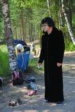 Εμψυχωτές δραστών αγοριών της ημέρας στα κοστούμια των ηρωΐδων των ιαπωνικών ταινιών ζωτικότητας Στοκ εικόνες με δικαίωμα ελεύθερης χρήσης