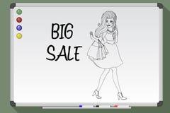 ενάντια ανασκόπησης ψωνίζοντας καλυμμένη λευκή γυναίκα μήκους εκμετάλλευσης τσαντών στην πλήρη μεγάλη πώληση Στοκ Φωτογραφίες