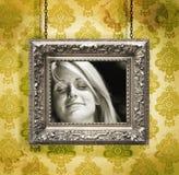 ενάντια στη floral ασημένια ταπε& Στοκ εικόνα με δικαίωμα ελεύθερης χρήσης