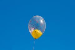 ενάντια στον μπλε ουρανό η Στοκ φωτογραφία με δικαίωμα ελεύθερης χρήσης