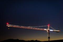 ενάντια στον μπλε ουρανό γερανών Στοκ φωτογραφία με δικαίωμα ελεύθερης χρήσης