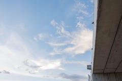 ενάντια στον μπλε ουρανό &gamm Στοκ Φωτογραφία