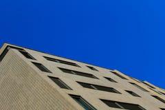 ενάντια στον μπλε ουρανό &omi Στοκ φωτογραφία με δικαίωμα ελεύθερης χρήσης