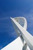 ενάντια στον πύργο μπλε ο&ups Στοκ εικόνα με δικαίωμα ελεύθερης χρήσης