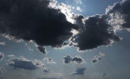 ενάντια στο μπλε λευκό ο& Στοκ φωτογραφία με δικαίωμα ελεύθερης χρήσης