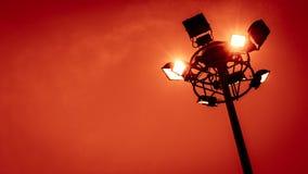 ενάντια στο μπλε χωριό οδών ουρανού φωτισμού Στοκ φωτογραφία με δικαίωμα ελεύθερης χρήσης