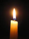 ενάντια στο σκοτάδι κεριώ Στοκ Φωτογραφία