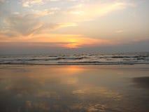 ενάντια στο όμορφο seascape θάλασσας έκτασης σύνθεσης φυσικό ηλιοβασίλεμα ουρανού Στοκ φωτογραφία με δικαίωμα ελεύθερης χρήσης