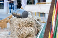 ενάντια τεθωρακισμένων ιπποτών στο μεσαιωνικό όπλο στρατιωτών προστασίας μετάλλων αντίπαλο Στοκ Εικόνες