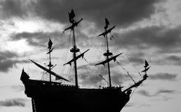 ενάντια sailboat στον ουρανό Στοκ Εικόνες