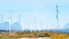 Ενέργεια - αποταμίευση με τη environmentRenewable ενέργεια στοκ εικόνα με δικαίωμα ελεύθερης χρήσης