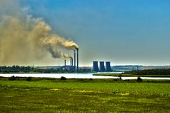 Ενέργεια εναντίον της ατμοσφαιρικής ρύπανσης στοκ εικόνες με δικαίωμα ελεύθερης χρήσης