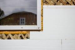 Ενέργεια - θερμότητα αποταμίευσης στο styrofoam κτήριο, ενέργεια - styrofoam εγχώριας θερμότητας αποταμίευσης στοκ φωτογραφία με δικαίωμα ελεύθερης χρήσης