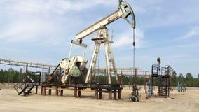 Ενέργεια ορυκτού καυσίμου, αντλία πετρελαίου, Pumpjack, παλαιό φιλμ μικρού μήκους
