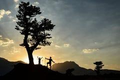 Ενέργεια πρωινού, πεζοπορία, επίσκεψη φύσης και ειρηνικός τρόπος ζωής στοκ φωτογραφία