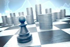 Ενέχυρο σκακιού εναντίον των μετρητών σε ένα μπλε οικονομικό υπόβαθρο στοκ εικόνες