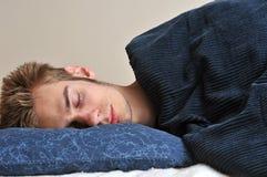 ενήλικες νεολαίες ύπνων στοκ φωτογραφία