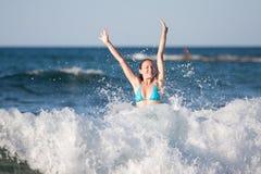 Ενήλικη γυναίκα που έχει τη διασκέδαση Στοκ φωτογραφίες με δικαίωμα ελεύθερης χρήσης