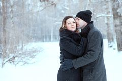 Ενήλικο ζεύγος που στηρίζεται στο πάρκο Στοκ Φωτογραφία