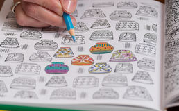 Ενήλικα χρωματίζοντας σχέδια ανακούφισης πίεσης Στοκ φωτογραφία με δικαίωμα ελεύθερης χρήσης