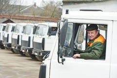 Ενήλικος οδηγός φορτηγού εκφορτωτών Στοκ φωτογραφία με δικαίωμα ελεύθερης χρήσης