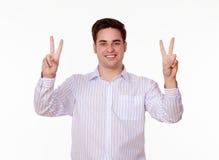 Ενήλικο γοητευτικό άτομο που γιορτάζει τη νίκη του Στοκ φωτογραφία με δικαίωμα ελεύθερης χρήσης
