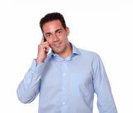 Ενήλικο ισπανικό άτομο που μιλά σε κινητό του Στοκ Εικόνες