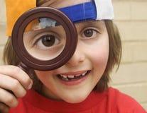 ενίσχυση γυαλιού αγοριών Στοκ εικόνα με δικαίωμα ελεύθερης χρήσης