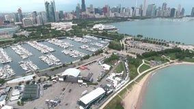 Εναέρια άποψη ακτών της λίμνης Μίτσιγκαν στο Σικάγο, Ιλλινόις απόθεμα βίντεο