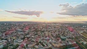 Εναέρια άποψη από τον κηφήνα της στο κέντρο της πόλης παλαιάς πόλης της Οδησσός με τα σκαλοπάτια Potemkin ενάντια στο ζωηρόχρωμο  απόθεμα βίντεο